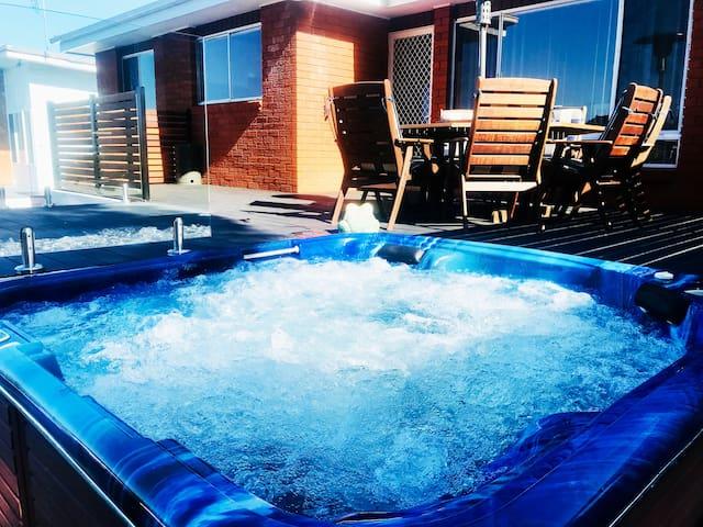 Amaroo II - Hot Tub/Spa - Pet friendly