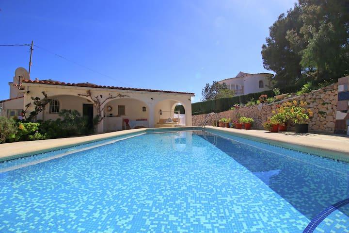 Bella casa vacanze a Calpe con piscina privata