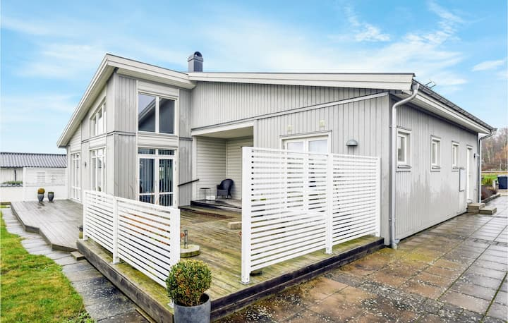 Holiday cottage with 3 bedrooms on 153m² in Sölvesborg