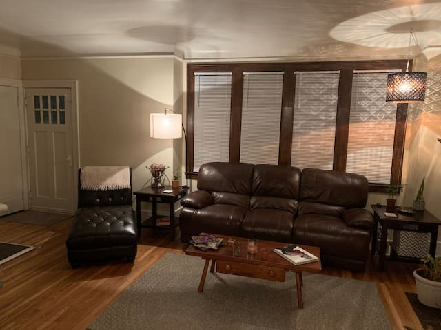 Private Room 1 just outside Downtown Detroit!!!!!