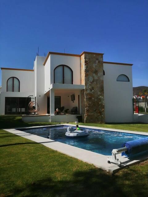 Hermosa casa con Alberca en zona privada Atlixco