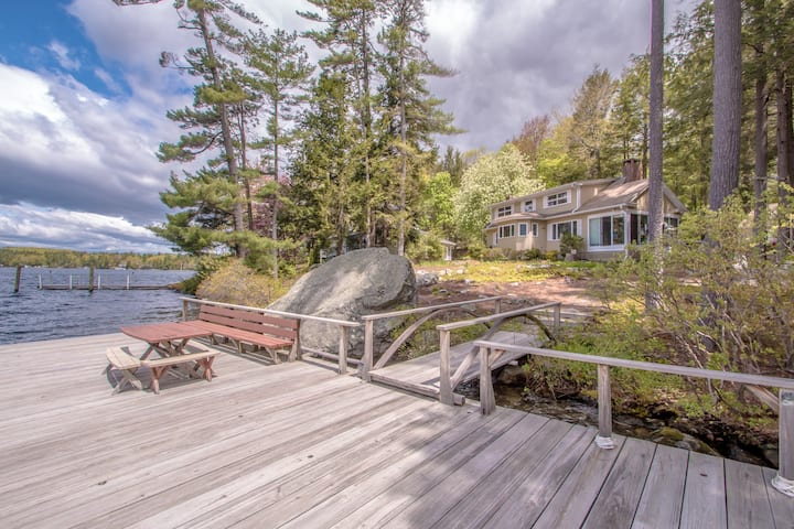 Lakefront Sleeps 12 Family Friendly Waterfront!
