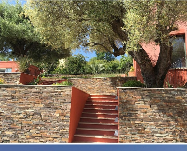 Beautiful contemporary and peaceful Villa