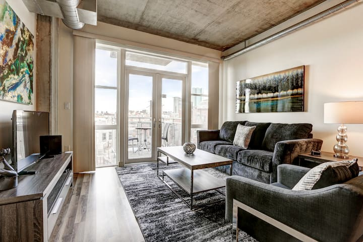 Enrapturing 2 Bed Downtown Loft Apartment!