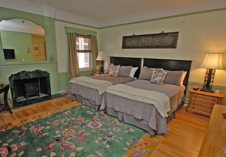 ★New! Charming Bedroom in Elegant Starkey Mansion★