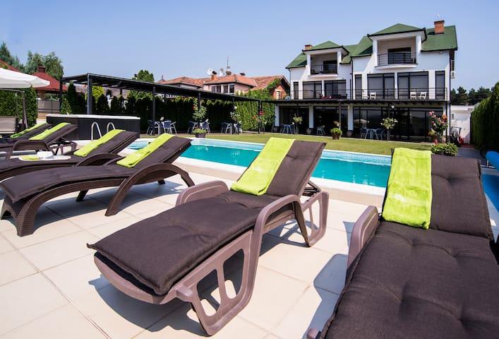 Panorama Aqualux * Riverside rooms *hot tub&pool - Νόβι Σαντ - Bed & Breakfast