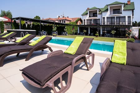 Panorama Aqualux * Riverside rooms *hot tub&pool - 诺维萨德 - 住宿加早餐