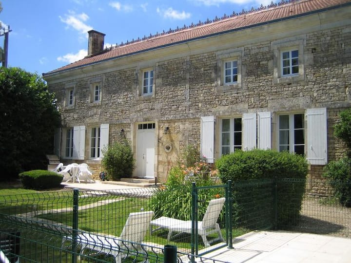 La Belle Maison 300 year old Gite in Gournay Loize