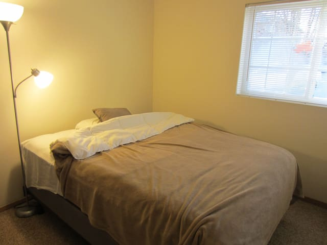 Everclear, Evermore, Evergreen Cozy Queen Bedroom - Carbondale - Apartament