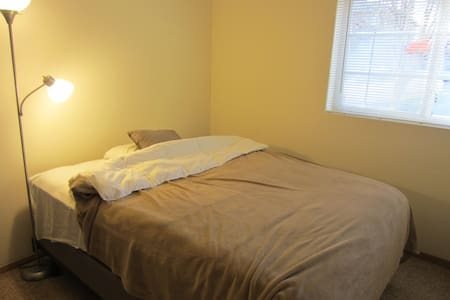 Everclear, Evermore, Evergreen Cozy Queen Bedroom - Carbondale