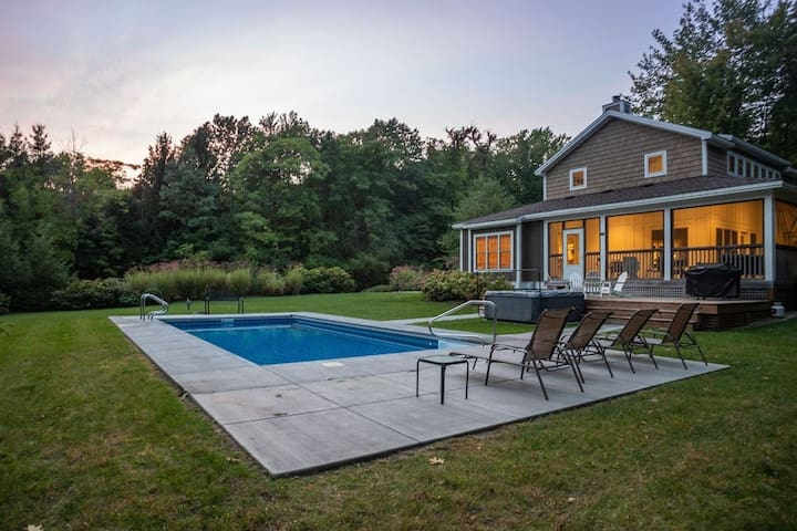 Gorgeous, secluded home with heated pool & hot tub