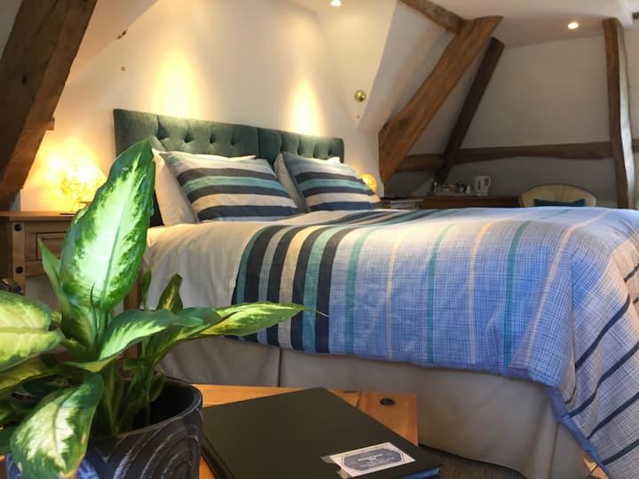 Riverside Guesthouse, Deluxe en-suite loft room