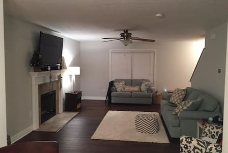 $155/nt Beautiful home close to GEORGETOWN COLLEGE - Georgetown - Ház