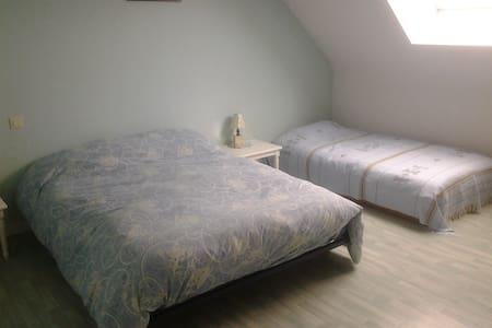 Chambre spacieuse au calme, proche gare de Vannes - Saint-Avé