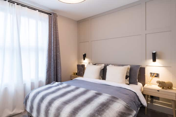 Luxury double room in West London home 3