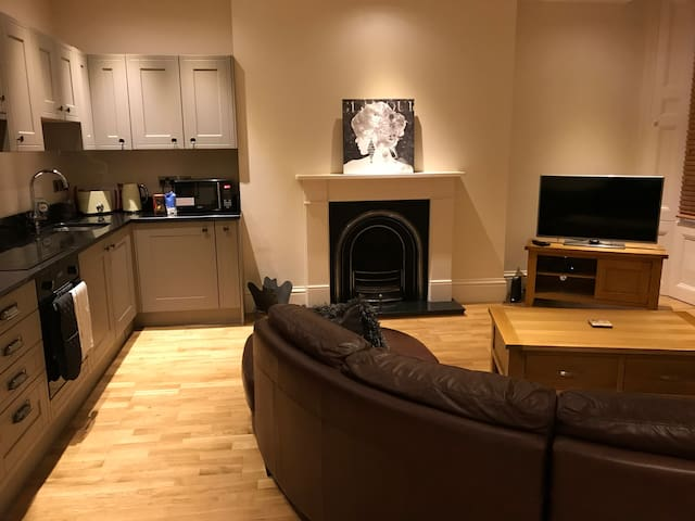Luxury 1 Bed City Centre apartment with parking