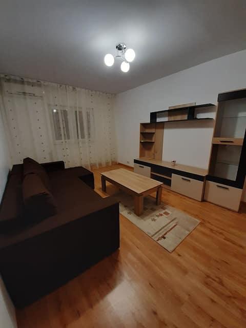 Proprietar, inchiriez apartament cu 3 camere