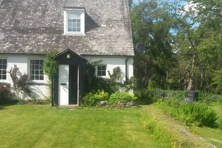 Traditional Scottish Family Cottage - Trinafour - Ev