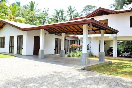 Kadawata a place like home - Kadawatha - 一軒家