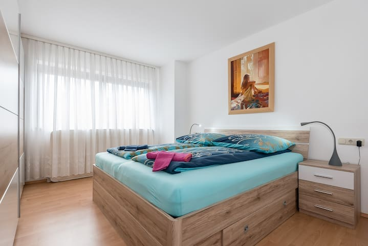 Spacious apartment for 4 persons - Neusäß - Apartment