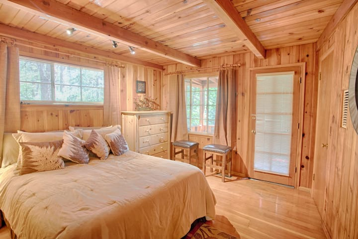 Bedroom with Queen has private access to deck