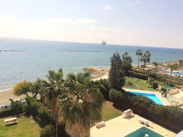 Beachfront 3 BR on 4th floor - Limassol - Apartment