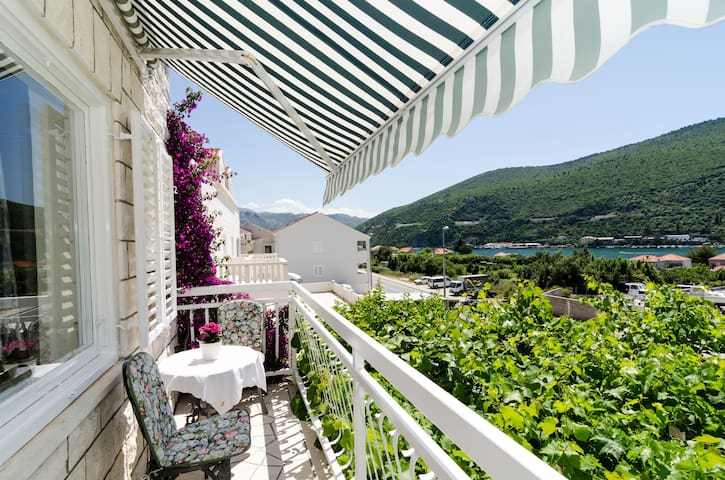 Rozic - Two bedroom apartment with sea view 1