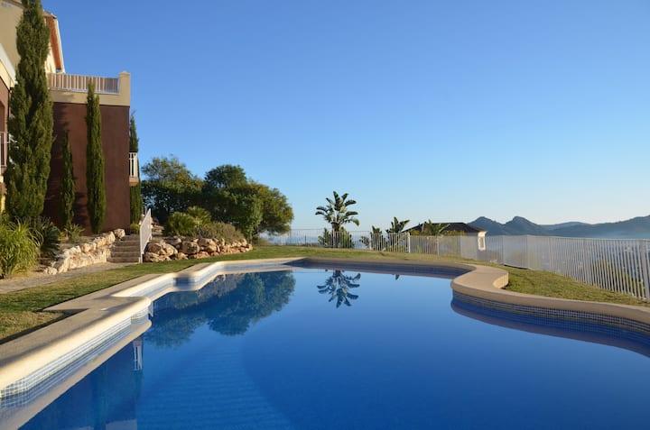 Townhouse with fabulous views near Dénia