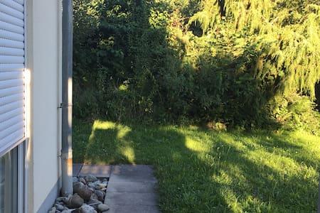 schöne Wohnung mit Garten am Bodensee - Pis