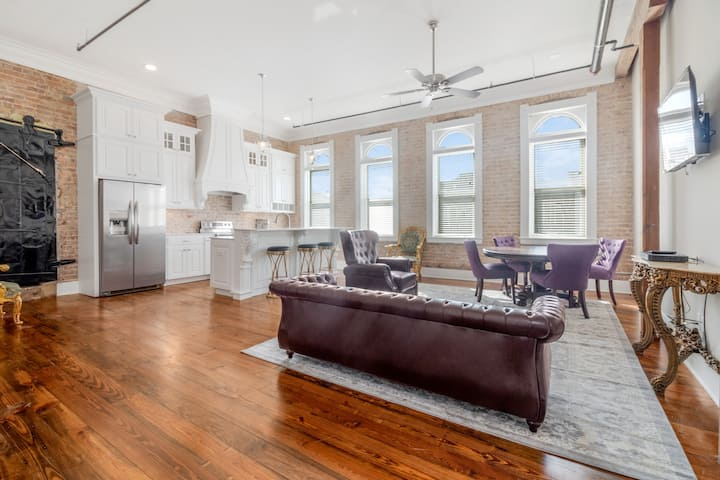 Historic Downtown apartment with a view