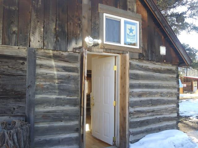 Sanitized Cozy Cabin W Views, Hotub & Zipline
