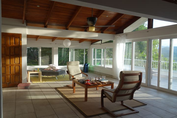 Casa Sonrisa - open floor plan and jungle views! - Nosara - House