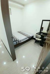 三和夜市 台北橋捷運站 全新裝潢 空調小資房 - Sanchong District