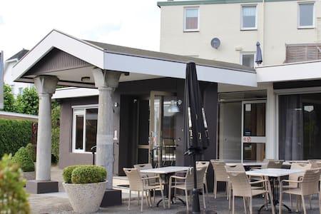 Prachtig Hotel in het Heuvelland - Schin op Geul - Oda + Kahvaltı