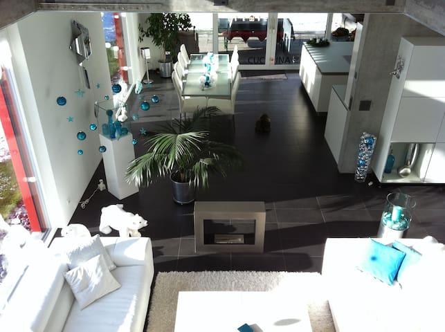 Relax im Lichtdurchfluteten 250 qm ruhigen Haus - Arboldswil - บ้าน