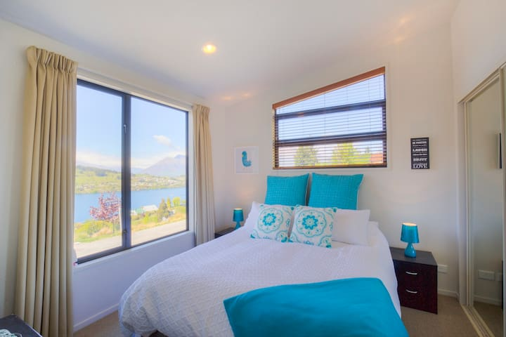 Goldfields Gem - Ensuite Room with Panoramic Views - Queenstown - House