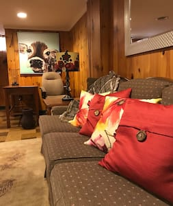 Vintage Comfy Extended Stay Apartment
