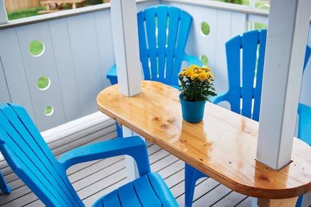 2 Bedroom Stylish apartment - Blue Door