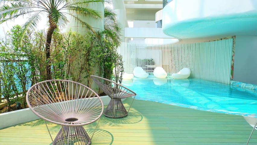 1BR w/ 20mbps Fibr Wifi+Balcony+ Pool