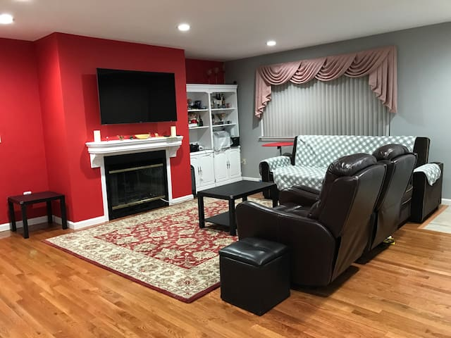 Private Room (All Amenities) - Downtown - Stamford