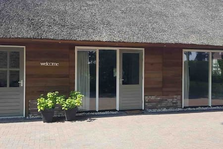 Gastenverblijf LiV - vrijstaand rietgedekt huis