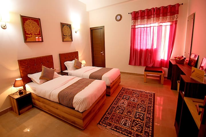 The Hideout Agra - Twin Beds, Close to everything