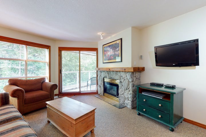 Ski-in/ski-out condo w/ balcony, fireplace, 2 hot tubs & heated pool!