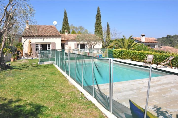 A beautiful Provencal villa with swimming pool, right next to Biot village - Biot - Huis