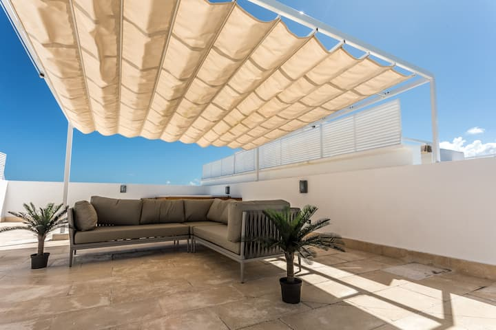 Private Rooftop Patio with Spa  (2bed/2bath)