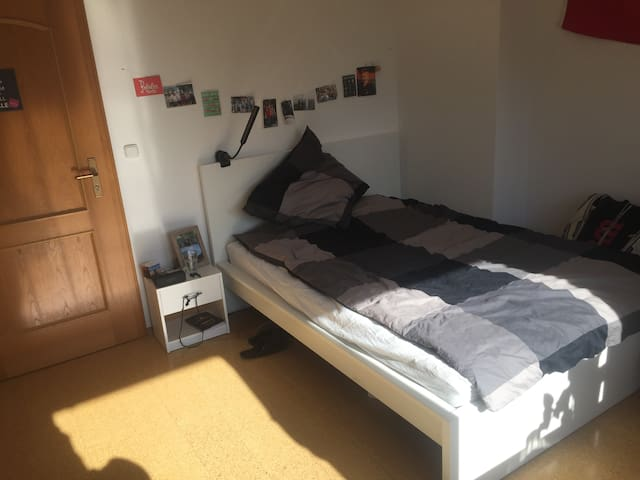 Comfortable 16m^2 room in Munich