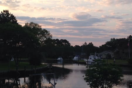 Peaceful waterfront community - New Bern - Hus