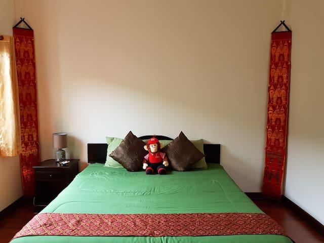 Monkey Bowls Queen Room