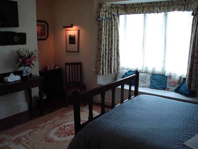 The modern business/leisure traveller catered for in our good size rooms with all modern conveniences to hand