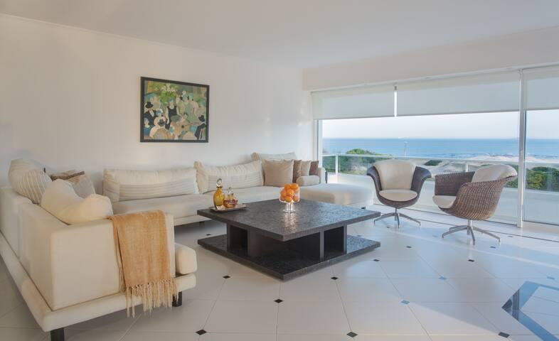 Divino Penthouse Triplex frente a playa Brava
